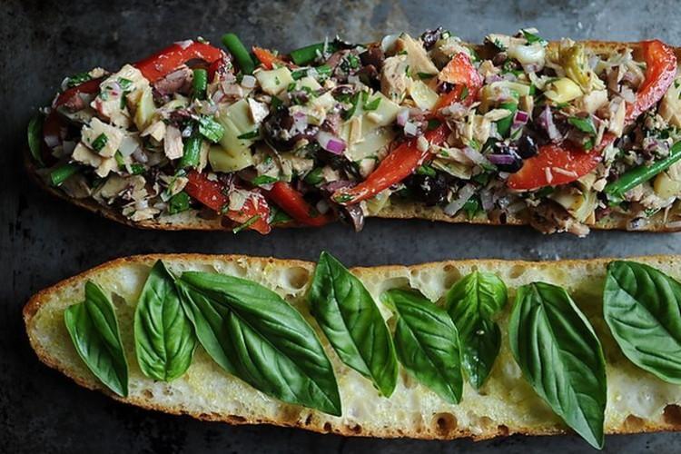 Francuski tuna salata sendvič