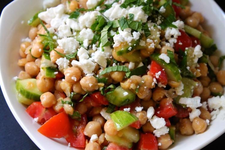 Salata od slanutka i cherry rajčica